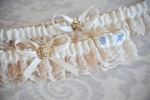 something blue garter via Where to Measure for a Garter from EmmalineBride.com