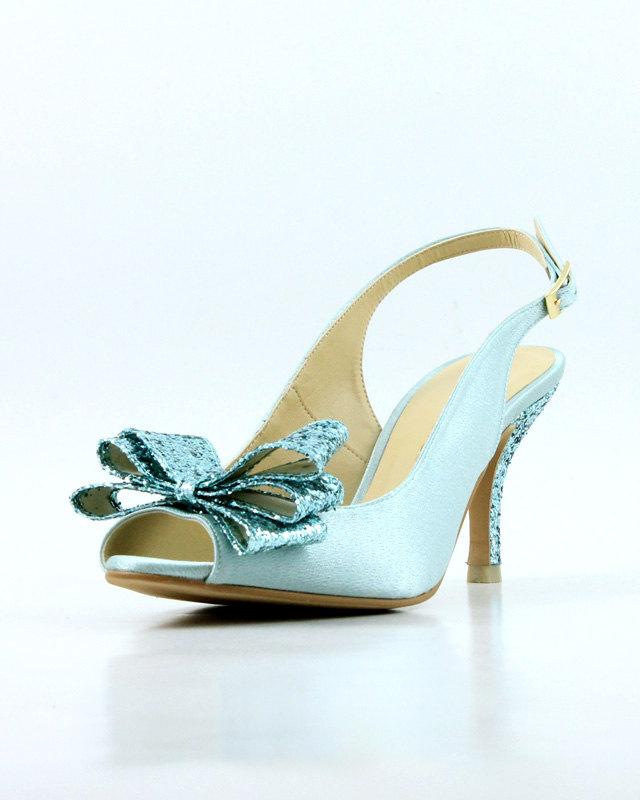 something blue shoes | via 10 NEW Something Blue Ideas | https://emmalinebride.com/bride/new-something-blue/