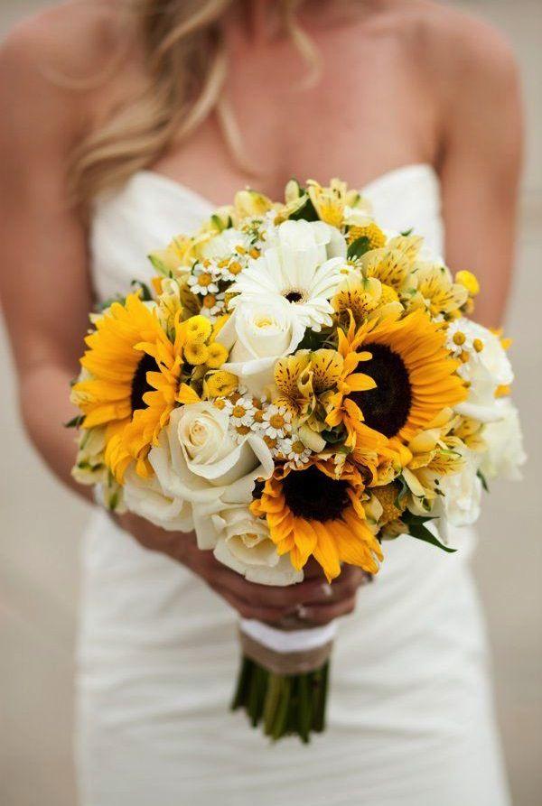 sunflower and roses bouquet - photo: ashton howard | rose bouquets weddings via https://emmalinebride.com/bouquets/rose-bouquets-weddings/