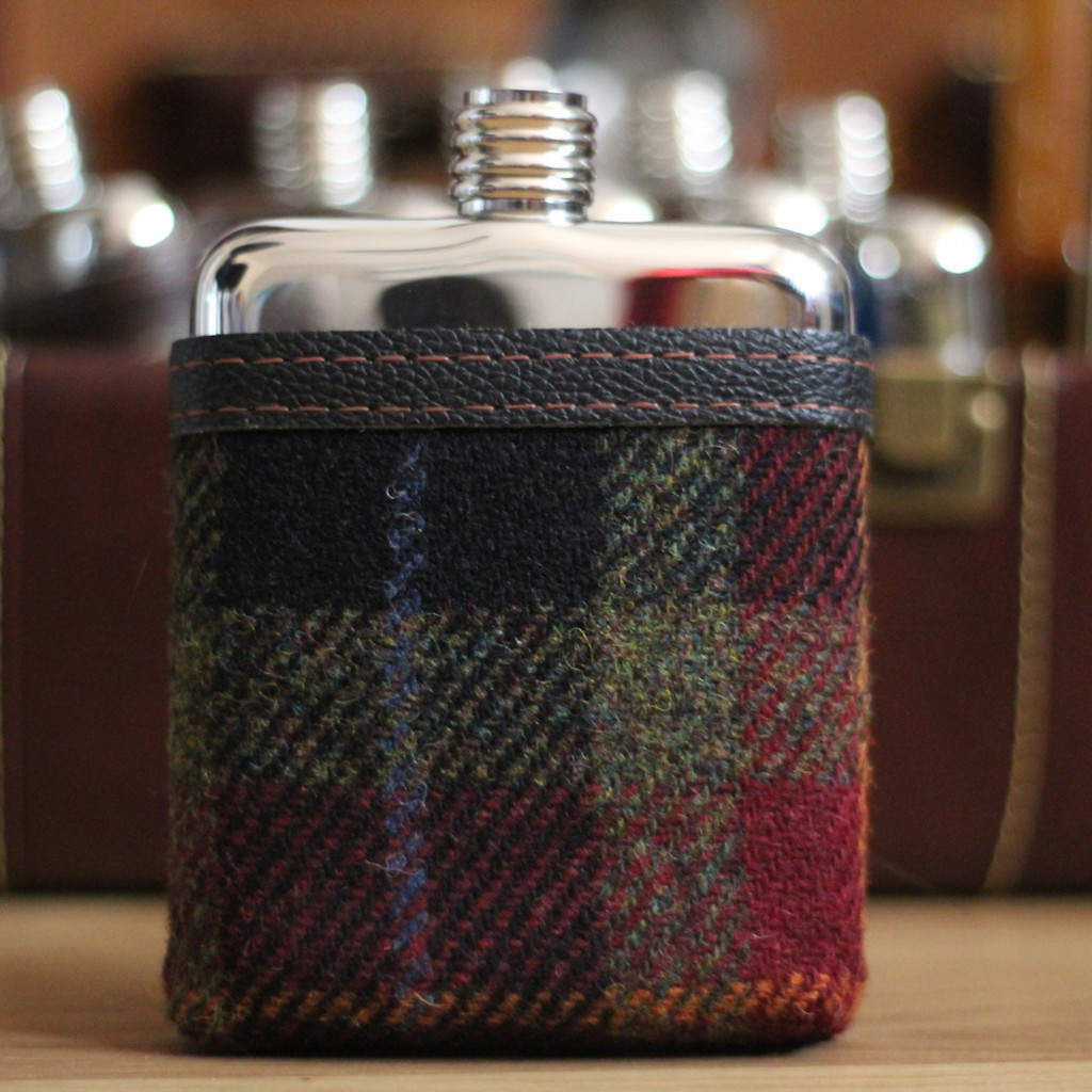 swig flask plaid cover | groomsmen flasks | https://emmalinebride.com/groomsmen/groomsmen-flasks-swig/