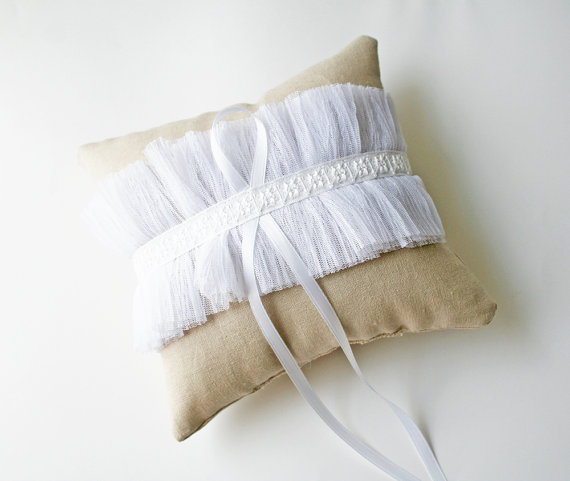 tulle ring pillow linen