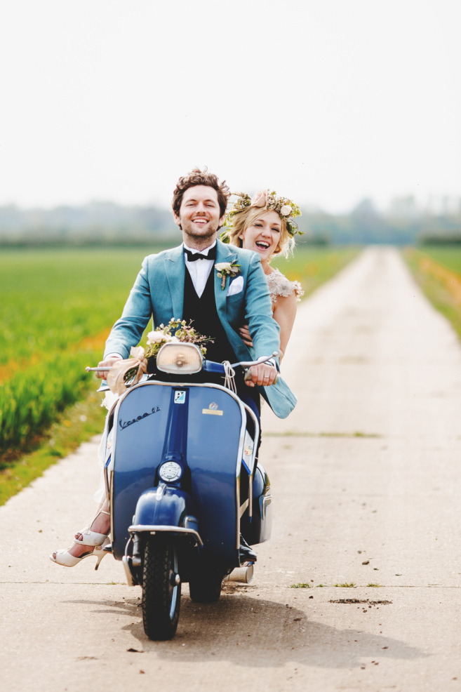 Bride and Groom on Scooter | Photo: Ross Harvey