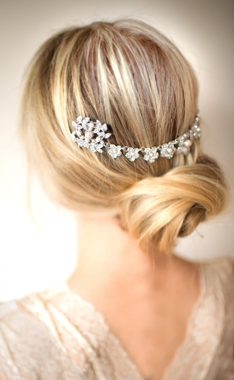wedding hair chain | bridal hair chain | via https://emmalinebride.com/bride/bridal-hair-chain/