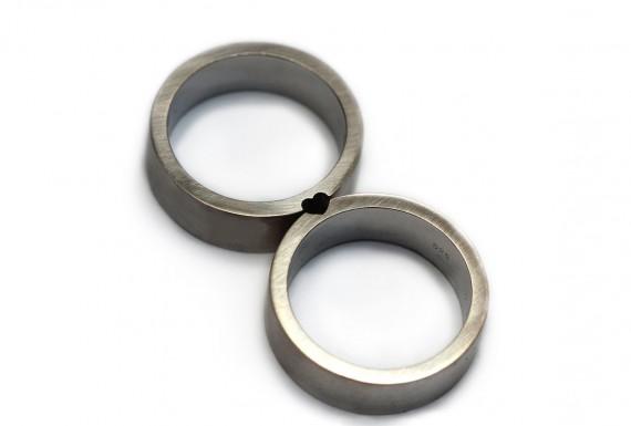 wedding rings that create a heart | handmade wedding bands | http://emmalinebride.com/jewelry/handmade-wedding-bands/