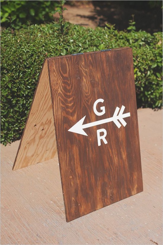 wedding sign arrows via 7 Wood Wedding Signs You'll Want to Steal