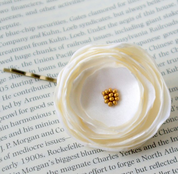 veil alternatives: #1 flower hair pins (by nia person via emmaline bride) #handmade #wedding #hair white bridal hair flower pin