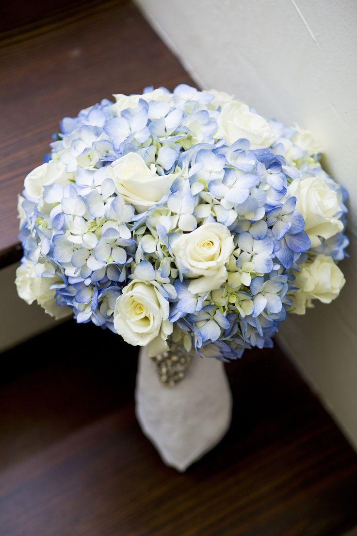 white rose and blue hydrangea wedding bouquet - photo: tonya beavers photography, floral design: dottie b florist | rose bouquets weddings via https://emmalinebride.com/bouquets/rose-bouquets-weddings/