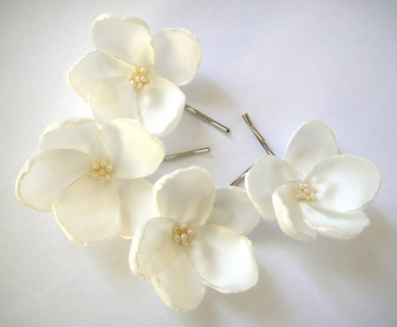 white rosebud hair pins giveaway