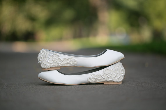 Wedding Shoe Tips - white flats (by Walkin On Air)