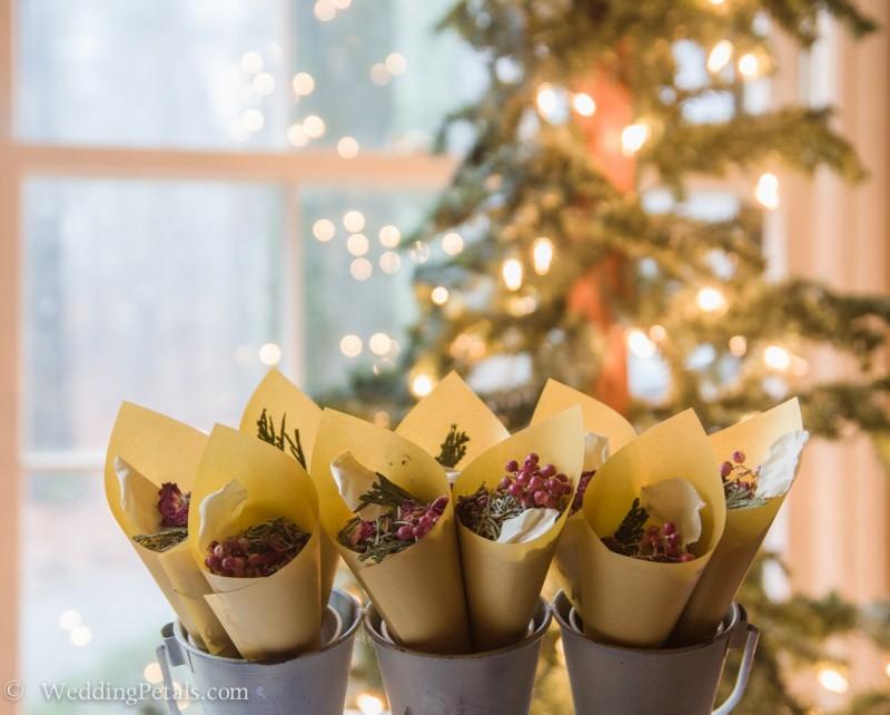 winter wedding confetti
