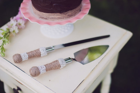 8 Fresh Rustic Wedding Decor Ideas - burlap and lace cake server set (by PNZ Designs, photo: Melania Marta Photography)