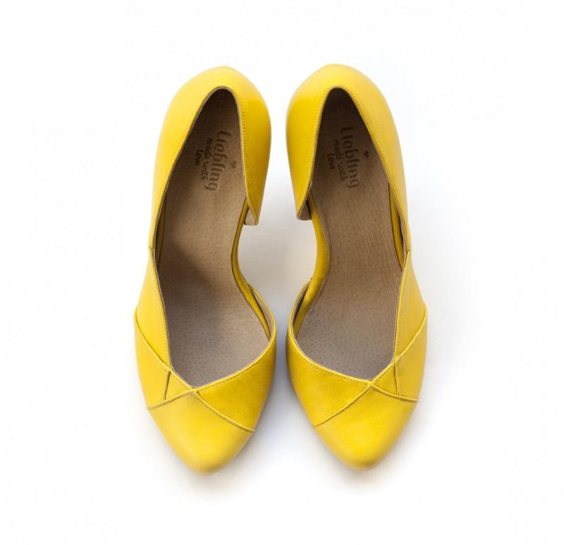 yellow handmade wedding shoes | via 31 Best Handmade Wedding Shoes http://emmalinebride.com/bride/handmade-wedding-shoes/